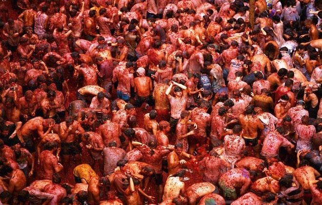 Absolute tomato carnage at La Tomatina!