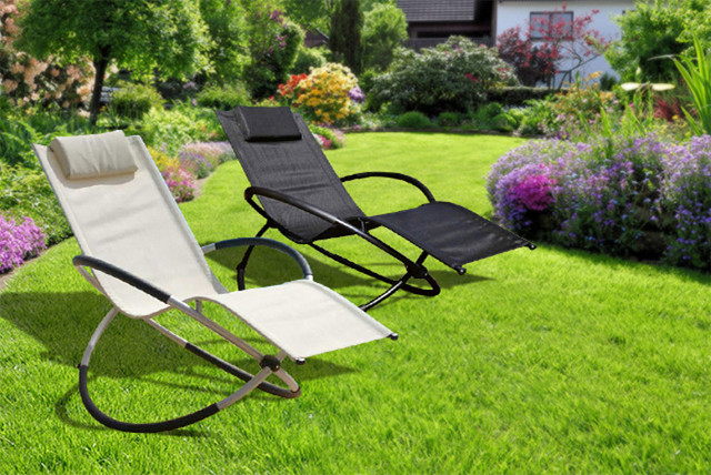 Dad should have no issue laying back and relaxing in the garden with this recliner!